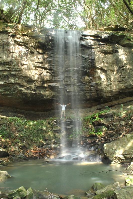 神掛けの滝の向こう側へ